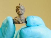 Archaeologists find 10,000 objects from Roman London