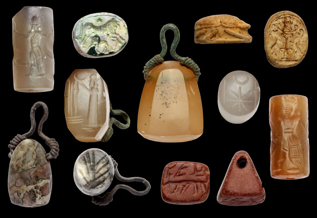 Selection of seals found during the excavations in 2013 Foto: Forschungsstelle Asia Mino