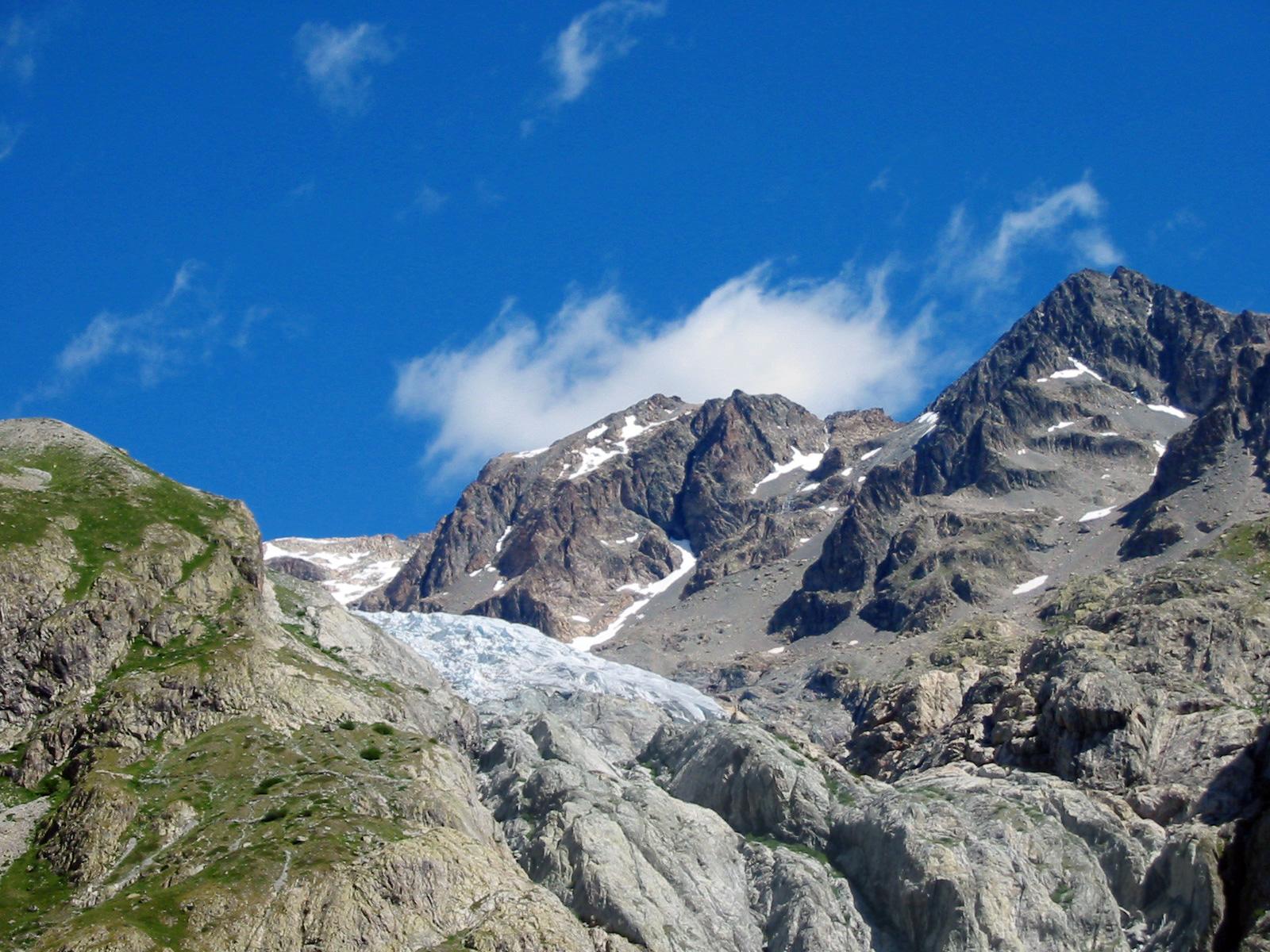Alpine Glacier. Image Source: Wikimedia Commons.
